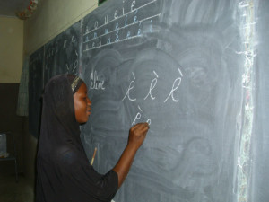 Moslemische Schülerin an der Tafel