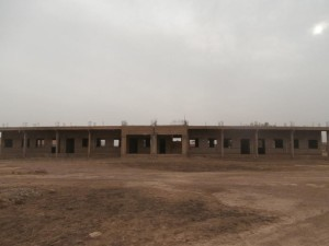 Unterrichtsgebäude von vorne