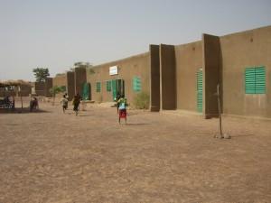 Schulgebäude mit 6 Klassenzimmern