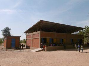 Schul- und Technikgebäude