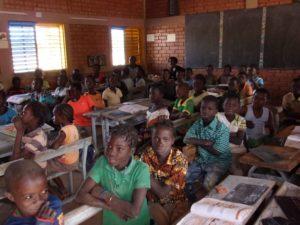 Grundschulklasse in Dapoya