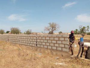 Mauer wird betoniert