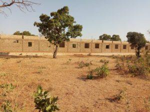 Schulgebäude von vorne
